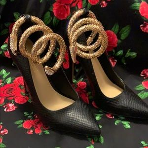 Shoe Dazzle pumps with ankle snake strap